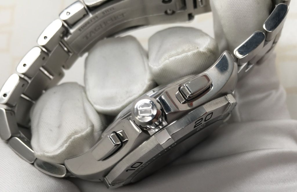 Chronograph pushers feature on the side of a watch