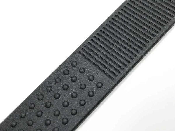 Anti-slip texture pattern on inside of bands Tag Heuer Golf tg004
